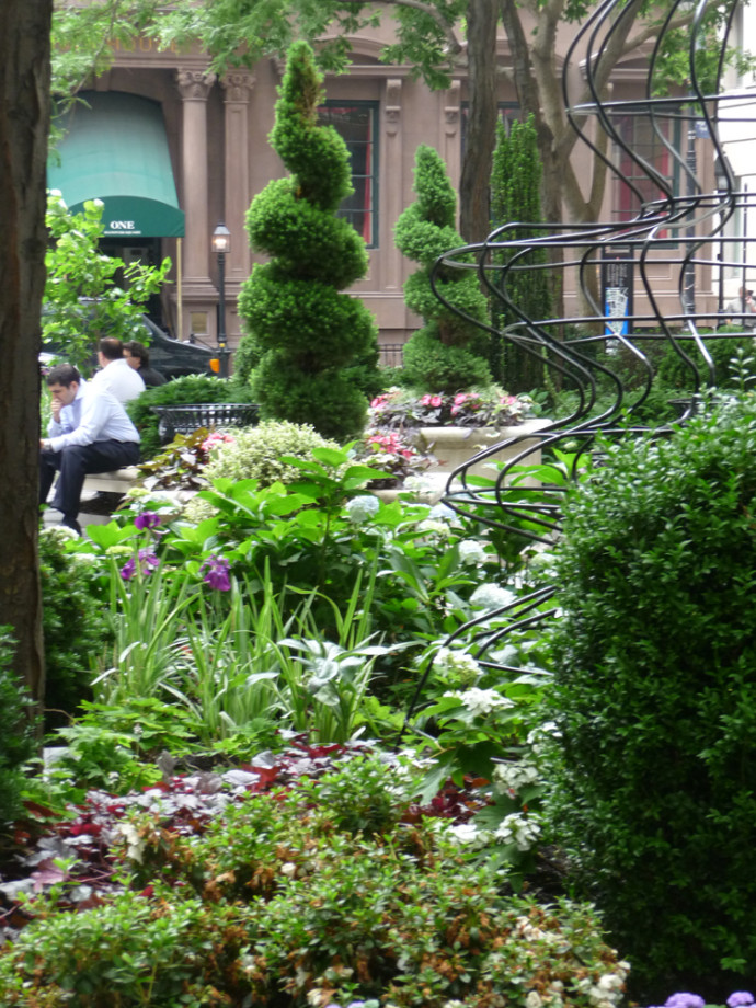 Queen elizabeth ii september 11th garden hanover square for Garden designs by elizabeth
